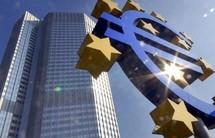 """Bruxelles """"préoccupé"""" par la rapidité de la baisse de l'euro"""