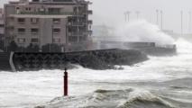 Un puissant typhon frappe le sud du Japon
