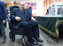 Algérie : Bouteflika renonce à un 5e mandat, reporte la présidentielle mais reste au pouvoir