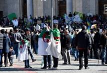 Alger: nombreuses pancartes contre la France et Macron, accusés de soutenir Bouteflika