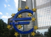 Zone euro: le ralentissement de la croissance s'ajoute à la crise de la dette