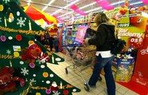 Cadeaux de Noël: les Français dépenseront 270 euros, la moitié achèteront sur le net