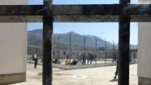 France / Prisons: deux surveillants pris en otage par un détenu