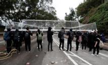 Hong Kong: Incidents entre manifestants et police sur un campus universitaire