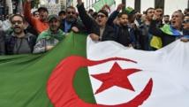 """Algérie: garde à vue prolongée pour deux figures du """"Hirak"""""""