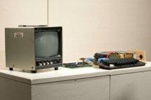 Le premier ordinateur d'Apple vendu 374.000 dollars aux enchères à New York
