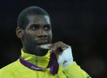 JO: le premier médaillé gabonais accueilli en héros à Libreville