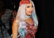 La robe en viande de Lady Gaga exposée à Washington