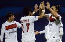Zlatan Ibrahimovic félicité par son coéquipier Javier Pastore