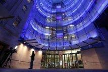 Crise à la BBC: deux responsables éditoriaux mis sur la touche