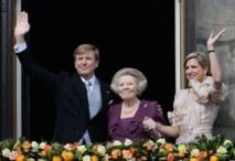 Le roi Willem-Alexander, sa mère Beatrix, et son épouse la reine Maxima