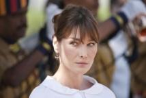 Pétition contre elle: Carla Bruni-Sarkozy parle de porter plainte