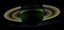 """Saturne: un """"effet de marée"""" pour expliquer les geysers d'Encelade"""