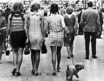 La mini-jupe, scandaleuse des sixties, devenue un basique