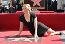 La star du cinéma britannnique Kate Winslet distinguée par l'étoile du Hollywood Walk of Fame