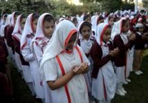 Le Pakistan choqué et en deuil pleure les 148 morts du carnage de Peshawar