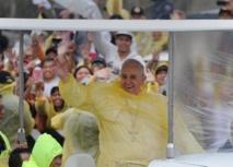 Philippines: le pape dans la tempête auprès des survivants du typhon Haiyan
