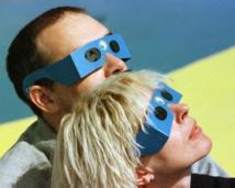 Lunettes spéciales éclipse: une denrée rare dans les magasins