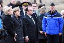 """Crash """"inexplicable"""" d'un A320: Hollande, Merkel et Rajoy se recueillent sur les lieux du drame"""