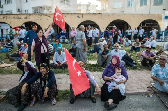 Turquie : le chef du parti pro-kurde écarte l'idée d'une coalition avec l'AKP au pouvoir