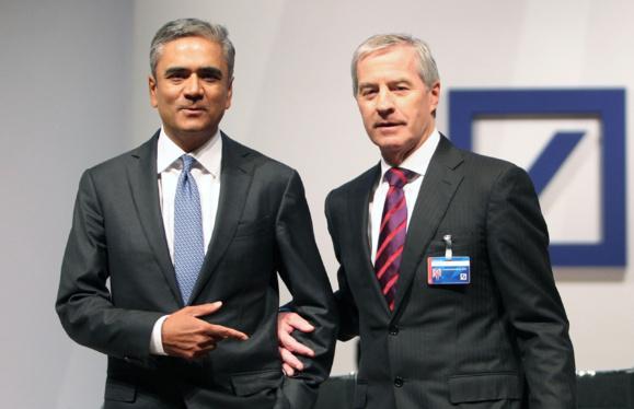 Les deux patrons de Deutsche Bank Anshu Jain (g) et John Cryan à Francfort en Allemagne