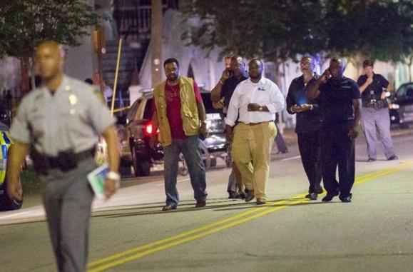 Etats-Unis: un tireur blanc fait neuf morts dans une église noire