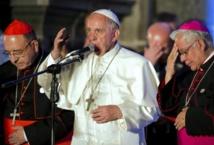 """En Equateur, le pape rend hommage à la famille, """"l'hôpital le plus proche"""""""