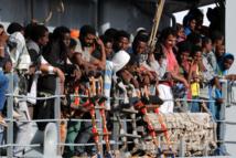 Italie: 12 immigrés récupérés morts, plus de 800 sauvés