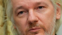 Assange libéré d'une partie des accusations contre lui, mais pas tiré d'affaire