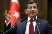 """Ankara peut """"si nécessaire"""" prendre des """"sanctions"""" contre Moscou, avertit Davutoglu"""