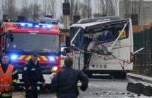 Accident de car scolaire: la ridelle du camion s'est détachée et a percuté le bus