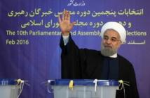Les Iraniens votent nombreux pour ou contre la poursuite de l'ouverture
