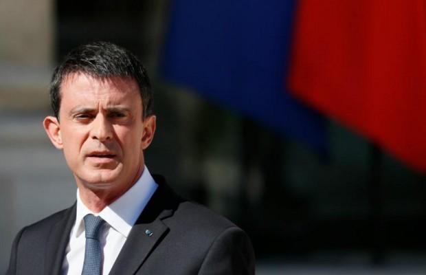 """Valls """"soutient"""" les maires ayant interdit le """"burkini"""""""