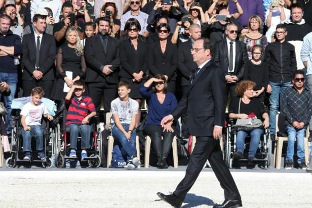 """Hollande: l'attentat de Nice visait """"l'unité nationale"""" mais """"cette entreprise maléfique échouera"""""""