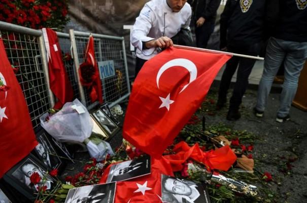 Attentat d'Istanbul: l'assaillant court toujours