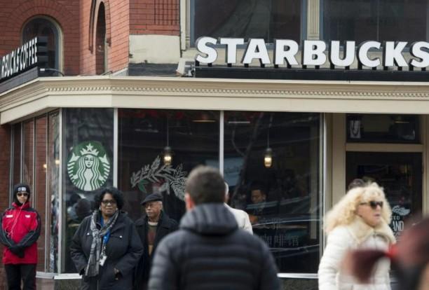 Décret Trump: Starbucks et Airbnb offrent emplois et hébergement aux réfugiés
