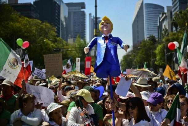 Mexique: des milliers de manifestants contre Trump et son mur