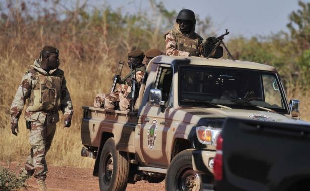 Le Burkina interdit la circulation de nuit à sa frontière avec le Mali