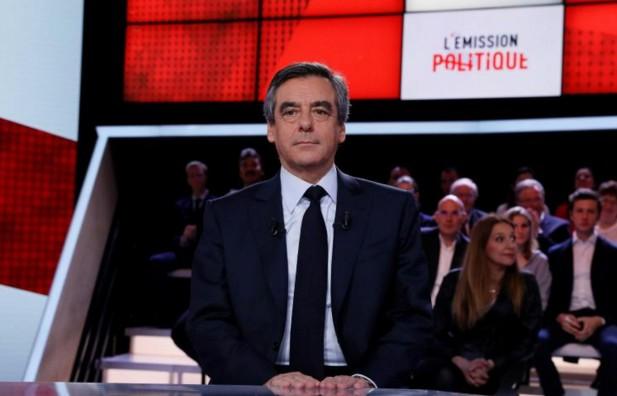"""Fillon accuse Hollande d'animer un """"cabinet noir"""", qui dément"""