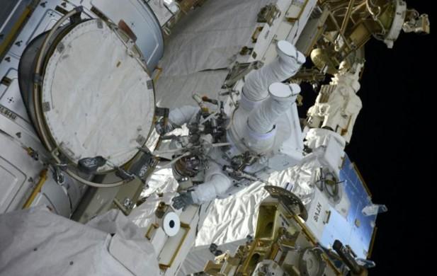 ISS: le Français Thomas Pesquet effectue sa 2ème sortie orbitale