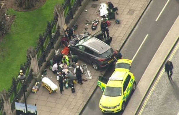 Attentat de Londres: deux personnes toujours en garde à vue