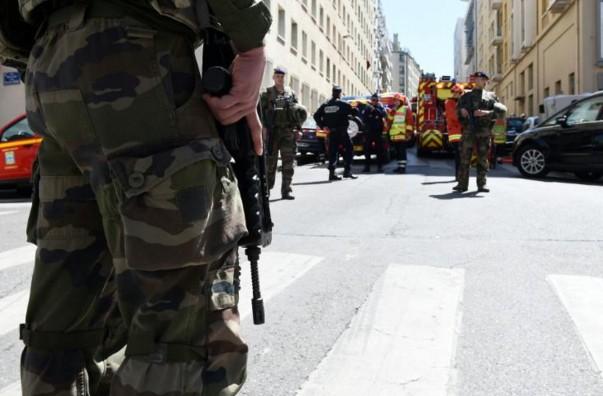 """Attentat déjoué: l'entourage de Fillon prévenu de """"risques avérés"""" sur le candidat"""