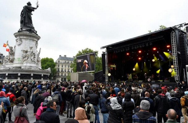 Au moins 2.000 personnes à un concert contre le FN à Paris