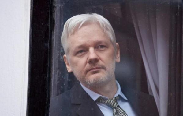 Assange: la Suède renonce aux poursuites pour viol