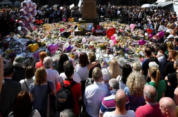 """Attentat de Manchester: 8 hommes en garde à vue, fuites """"nuisibles"""" à l'enquête"""