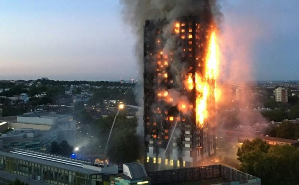Londres: au moins six morts et de nombreux disparus dans l'incendie d'une tour