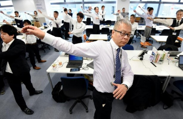 Et 1,2,3... le Japon, adepte des séances de gym au travail