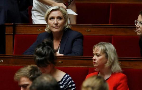 """Marine Le Pen """"opposée"""" à la PMA pour toutes les femmes"""