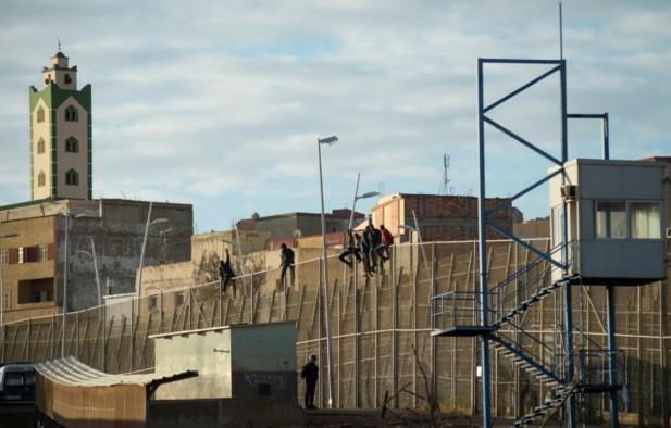 """Espagne: un homme attaque au couteau un policier à Melilla en criant """"Allah Akbar"""""""