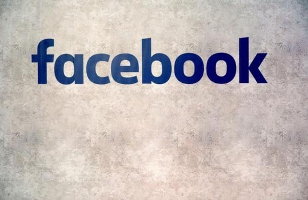"""Sur Facebook, 470 faux comptes pour """"troller"""" la campagne américaine"""